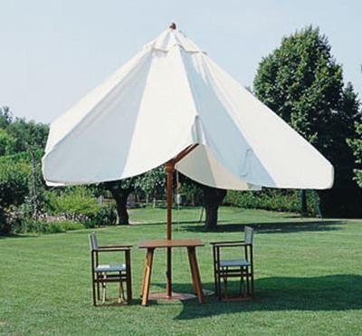 ombrellone in legno con palo centrale telescopico in chiusura