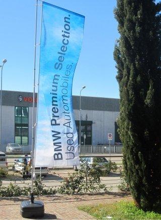 Leicht drehbares Banner BMW