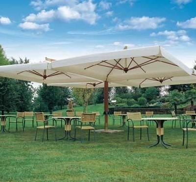 ombrelloni a braccio in legno poker, con 4 ombrelloni
