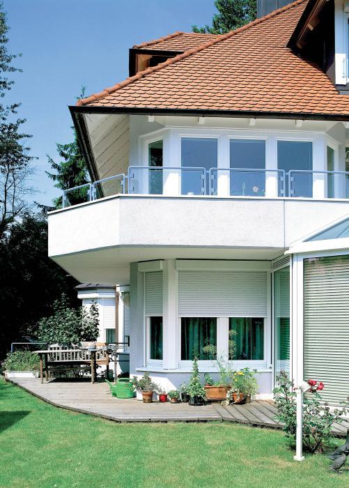 Foto con villa sullo sfondo
