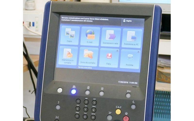 un display  con dei tasti di una stampante