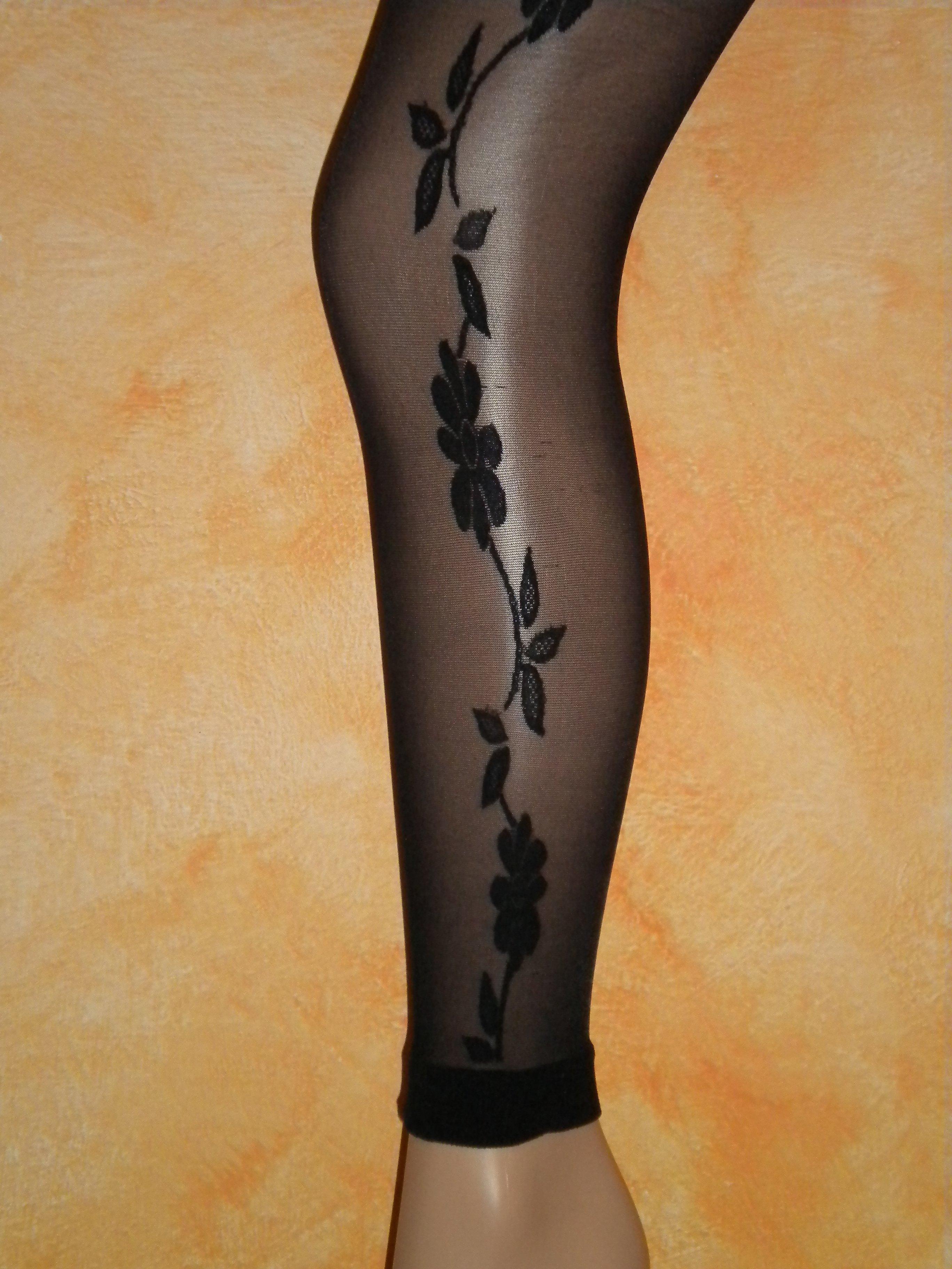 Una calza con un motivo floreale
