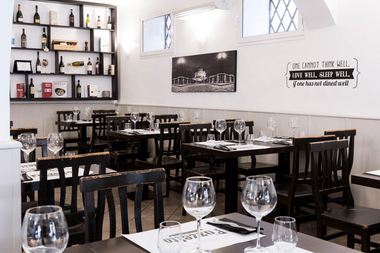 tavoli interni del ristorante