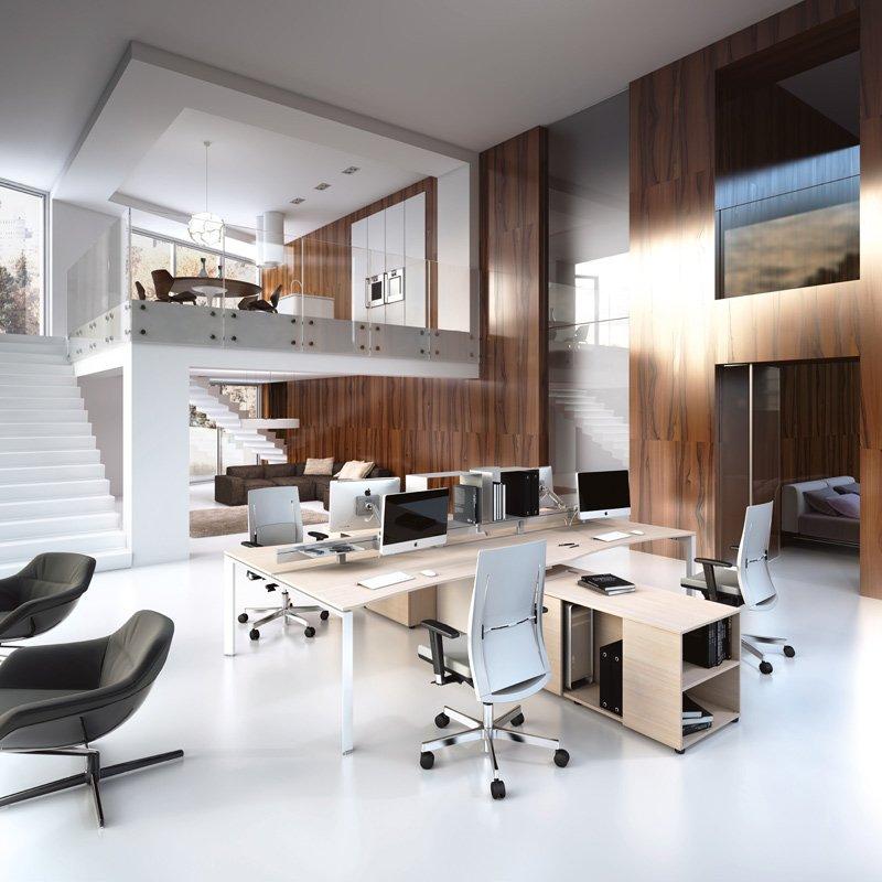 Ampio ufficio con sedie e soluzioni ergonomiche
