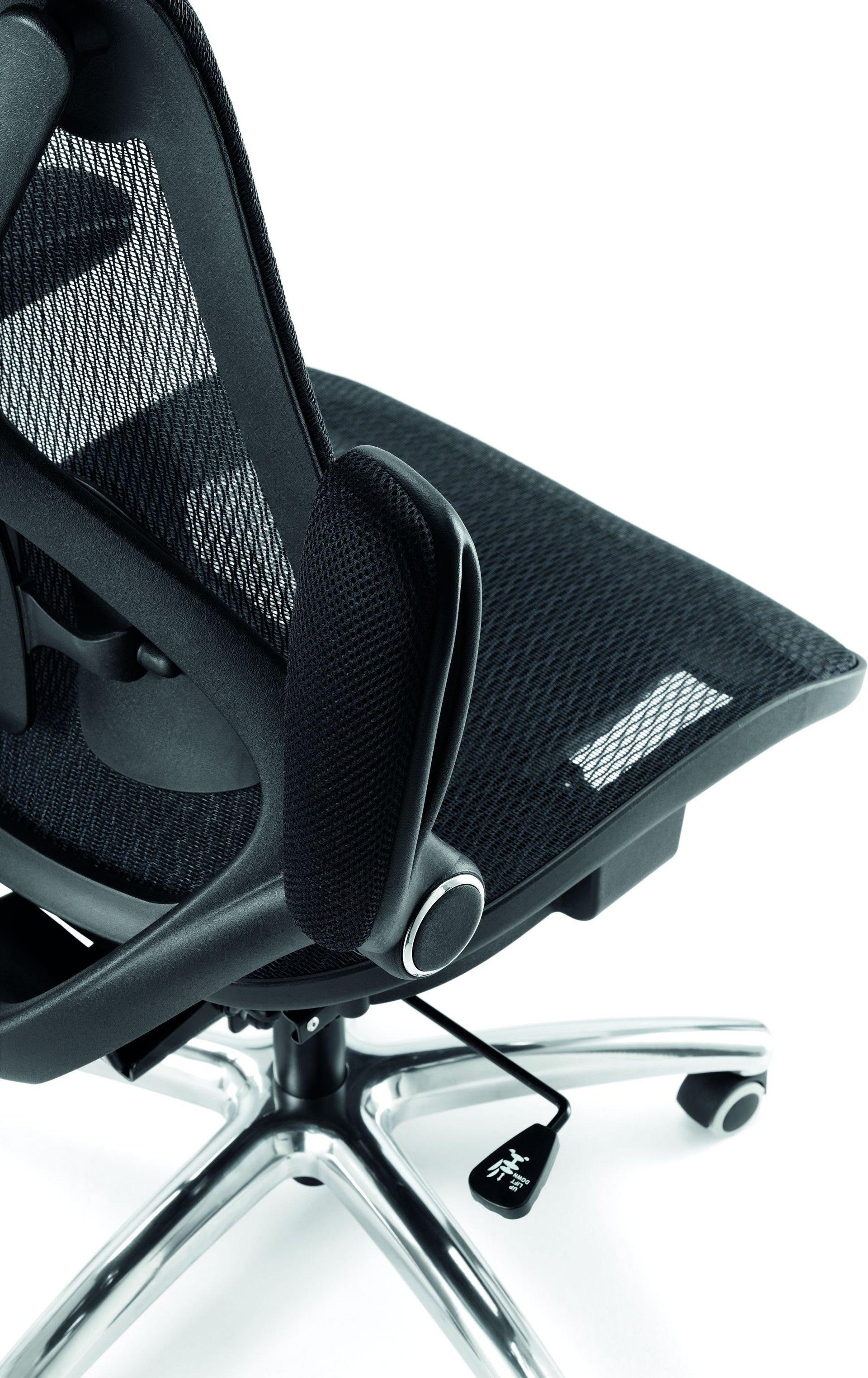 Particolare di sedia ergonomica per ufficio nera