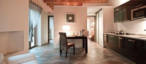 soggiorno moderno con mobili