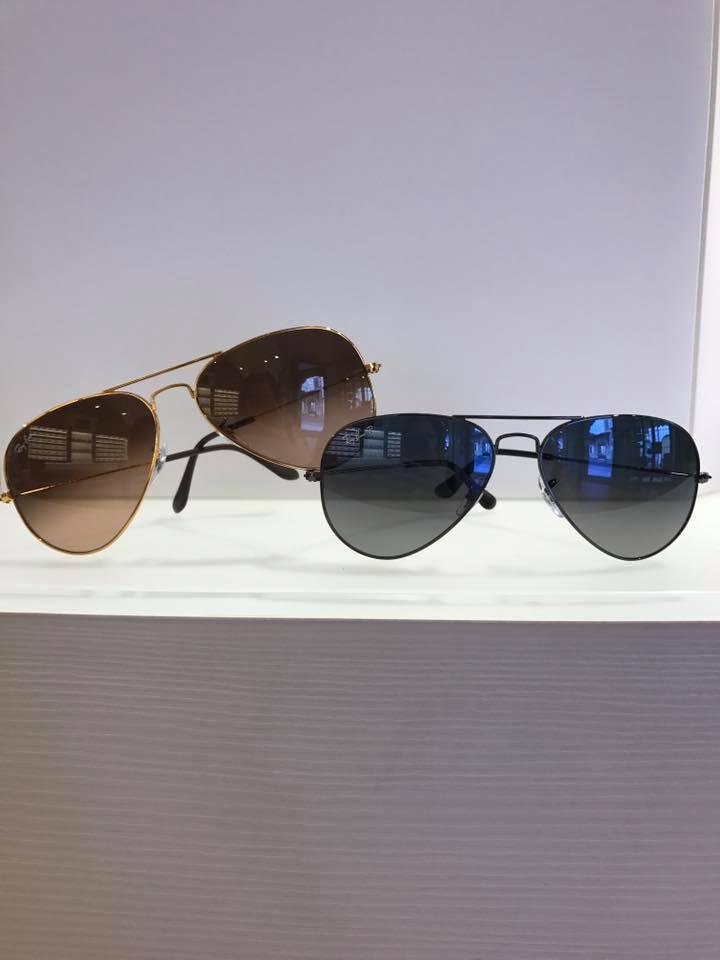 due modelli di occhiali da sole simil ray ban