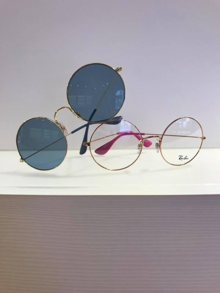 un paio di occhiali da vista e uno da sole montatura tonda