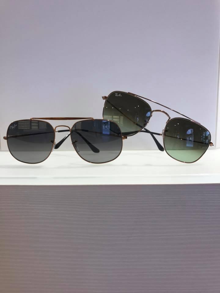 occhiali da sole a specchio scuri