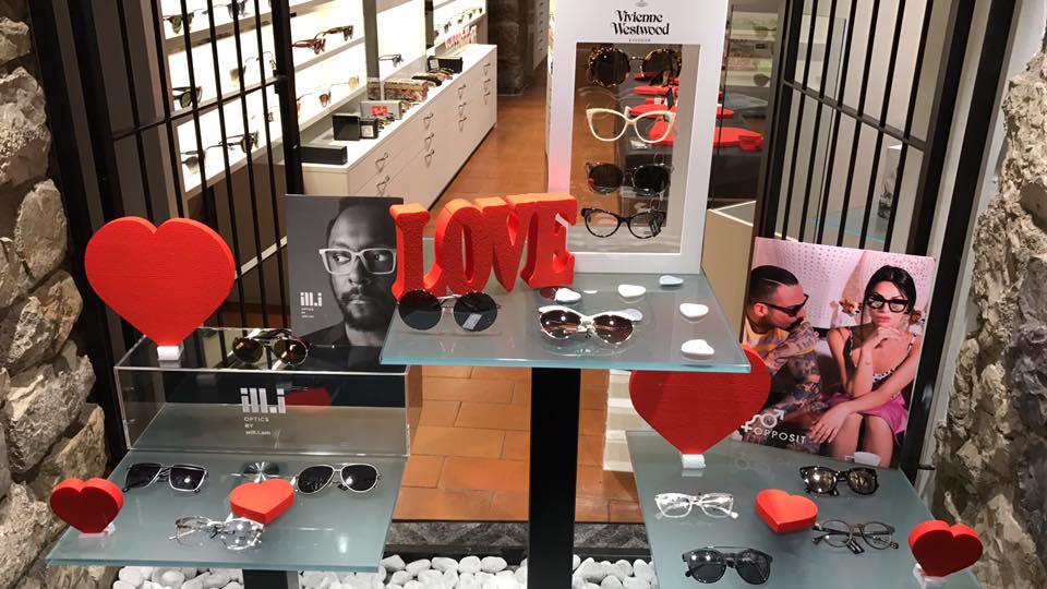 esposizione occhiali per San Valentino