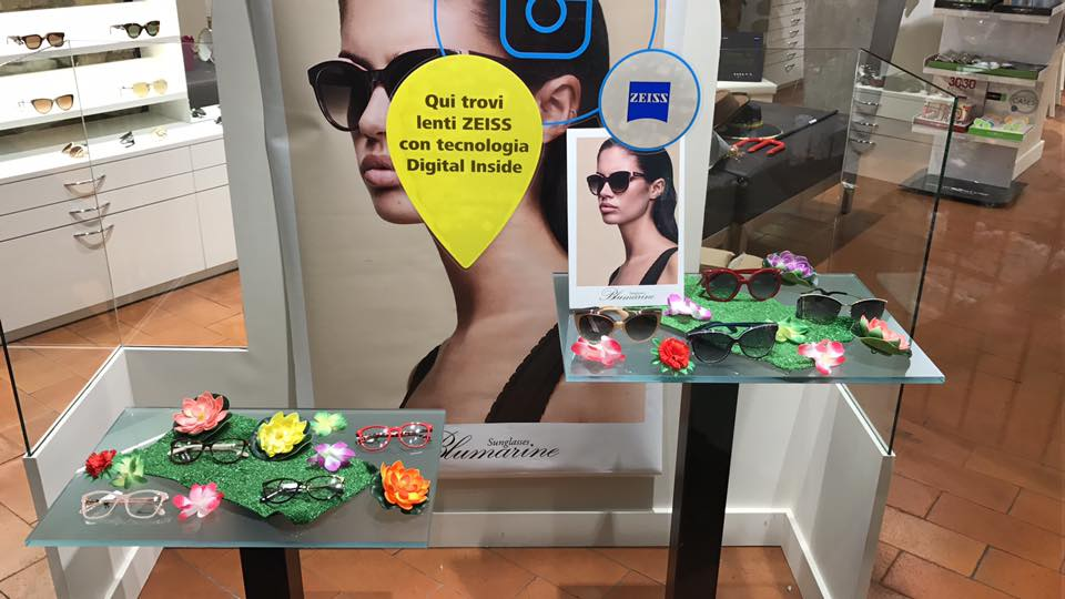 esposizione occhiali da sole a marchio Blumarine
