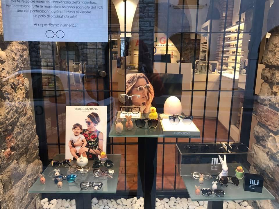esposizione occhiali da vista a marchio DOLCE E GABBANA
