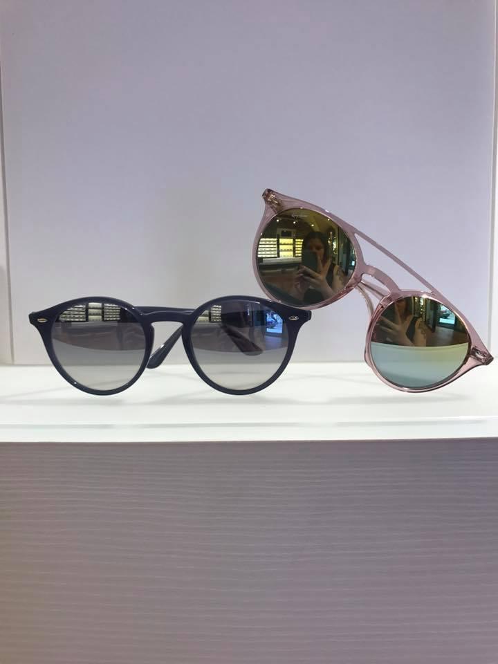 occhiali montatura rosa e blu