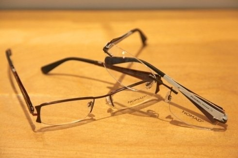 due paia di occhiali da vista