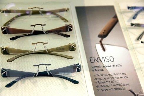 tre paia di occhiali da vista di diversi colori