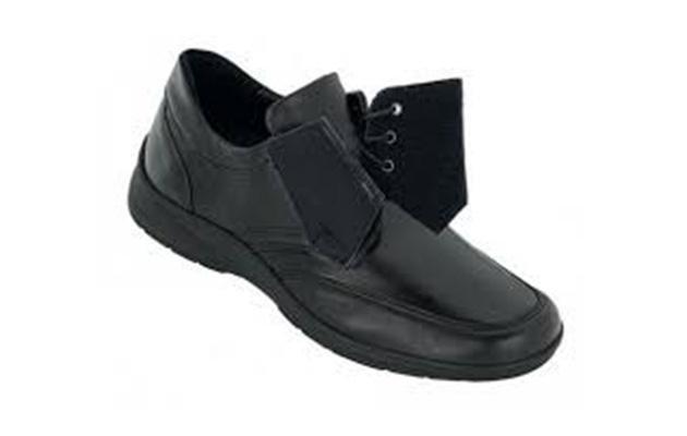 calzatura ortopedica con lacci