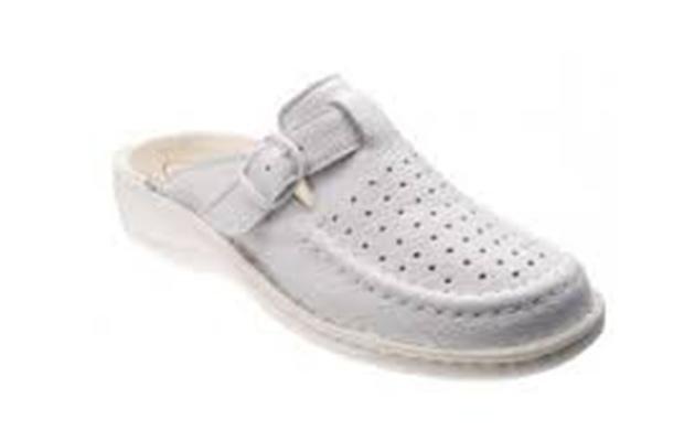 scarpa sanitaria bianca