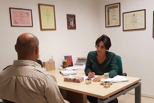 psicologa durante una consulenza