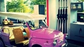 autovettura cabrio, auto rosa, pompa benzina senza piombo