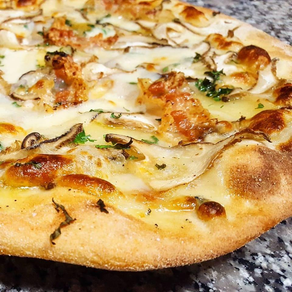 Pizza calamari e formaggio