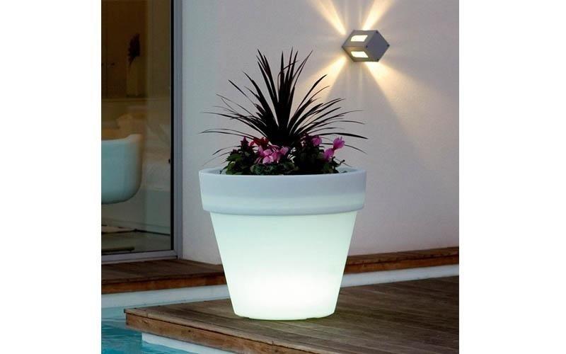 Vaso con illuminazione melpignano