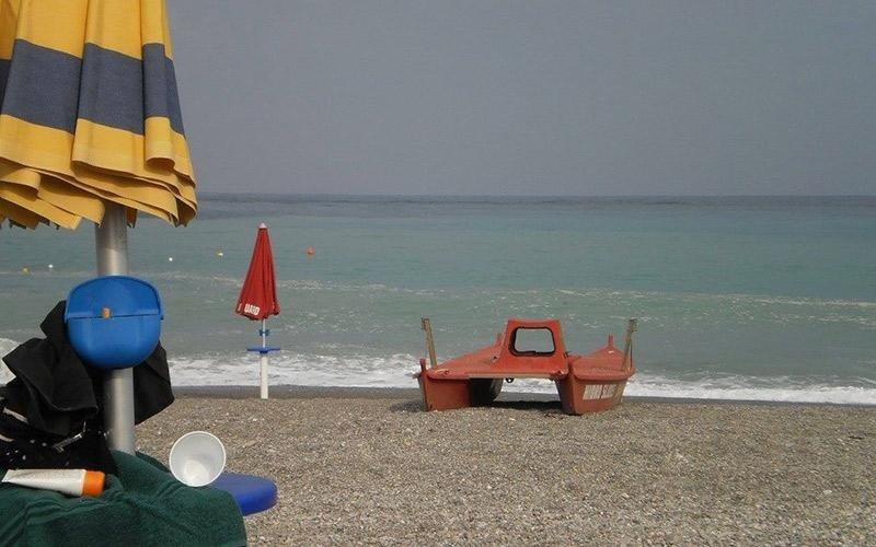 Spiaggia con servizio salvataggio