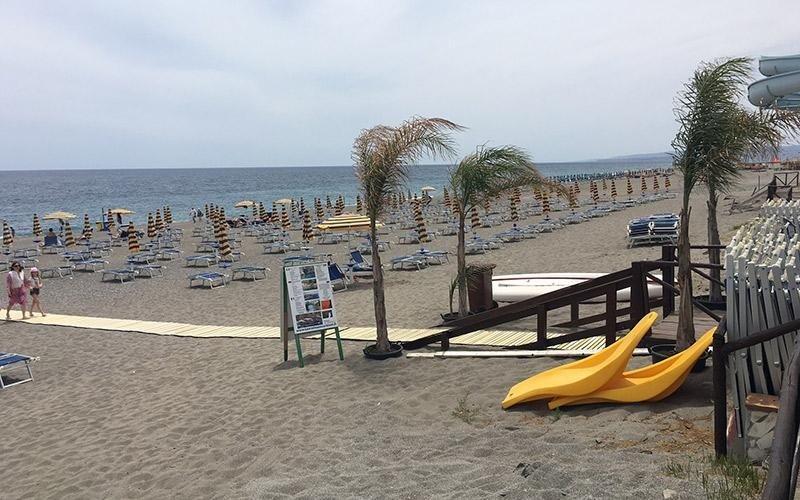 Spiaggia attrezzata Giardini Naxos