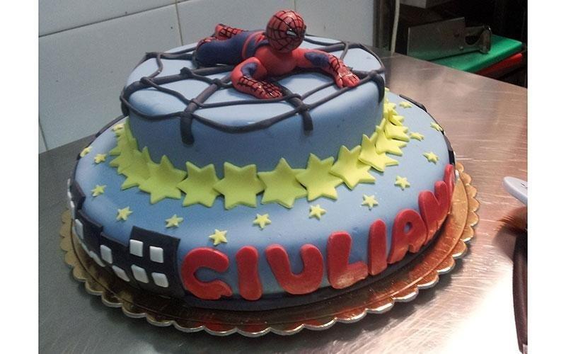 torta compleanno Uomo Ragno