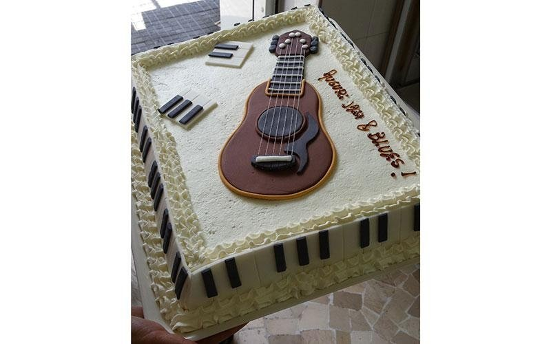 torta compleanno musica
