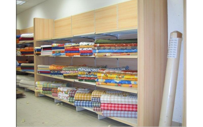 Arredamenti per negozio tessile