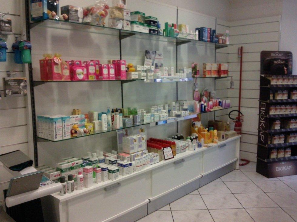 Allestimento farmacie cagliari azeta arredamenti for Arredamenti cagliari