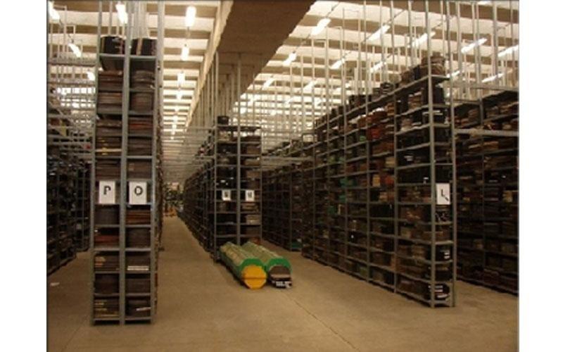 scaffali per le magazzino
