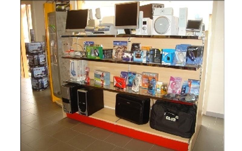 Arredamenti per negozio di elettronica