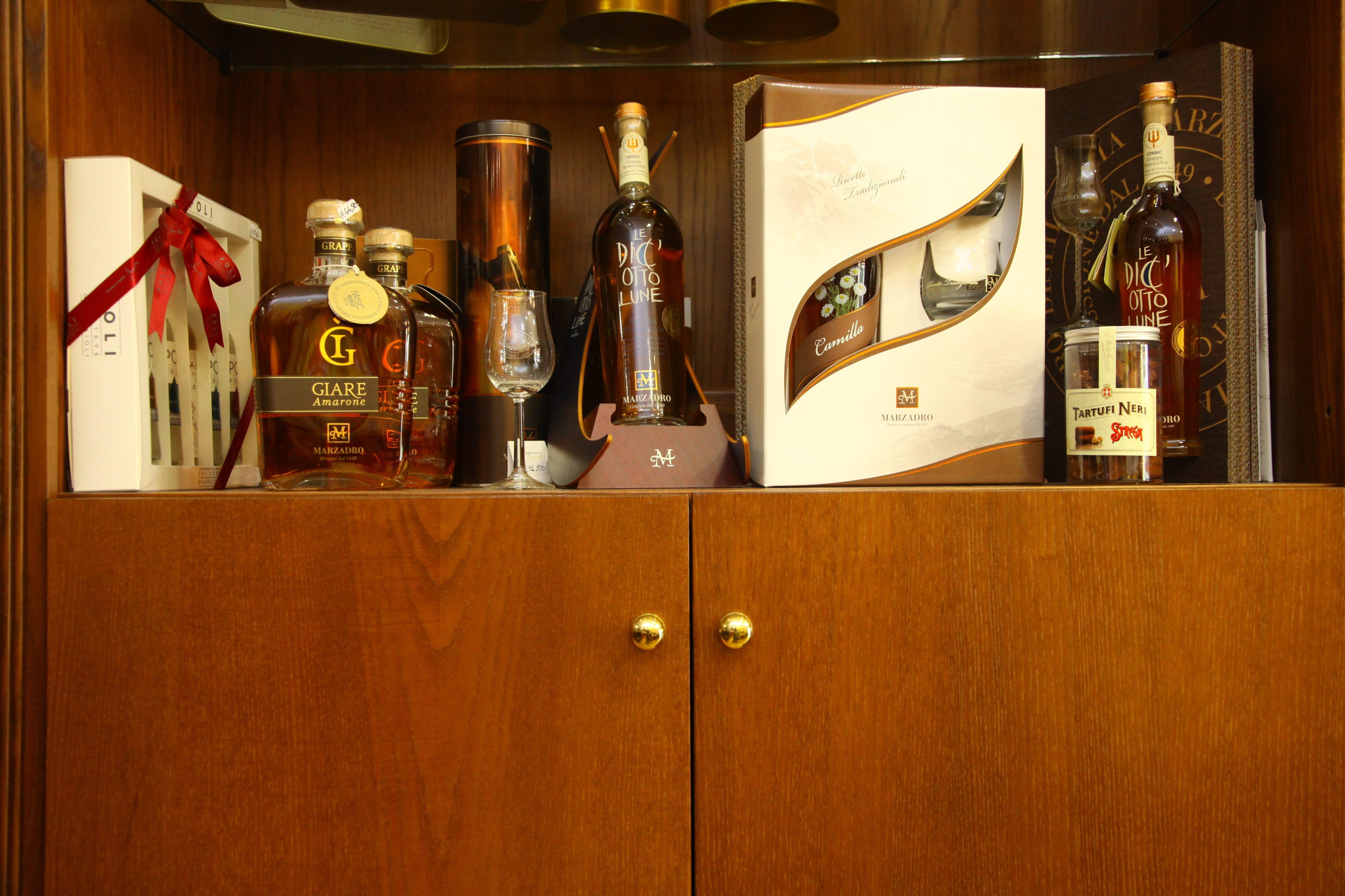 bottiglie di grappa e liquori