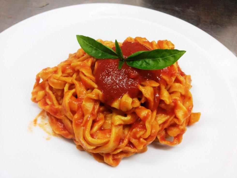 Fettucine pomodoro