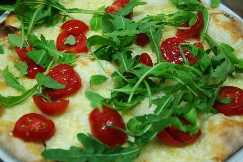 Pizza pachino e rucola
