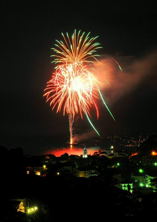 fuochi d'artificio colore arancia
