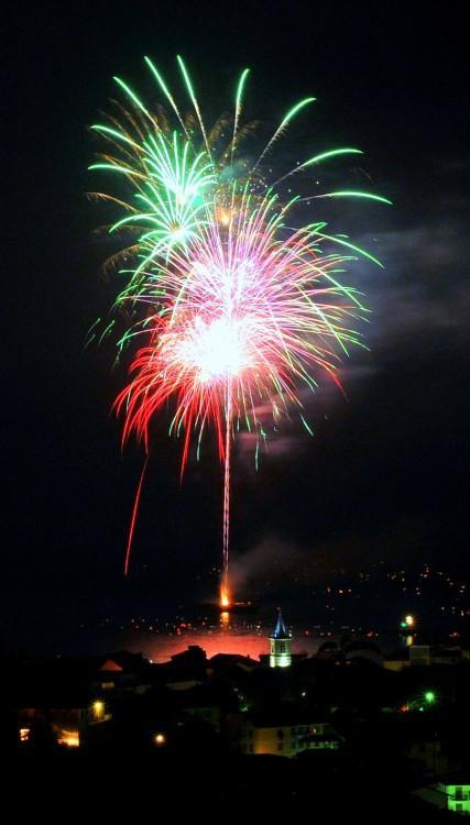 fuochi d'artificio colorati sfondo nero