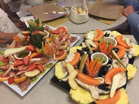 due piatti a base di verdura e pesce