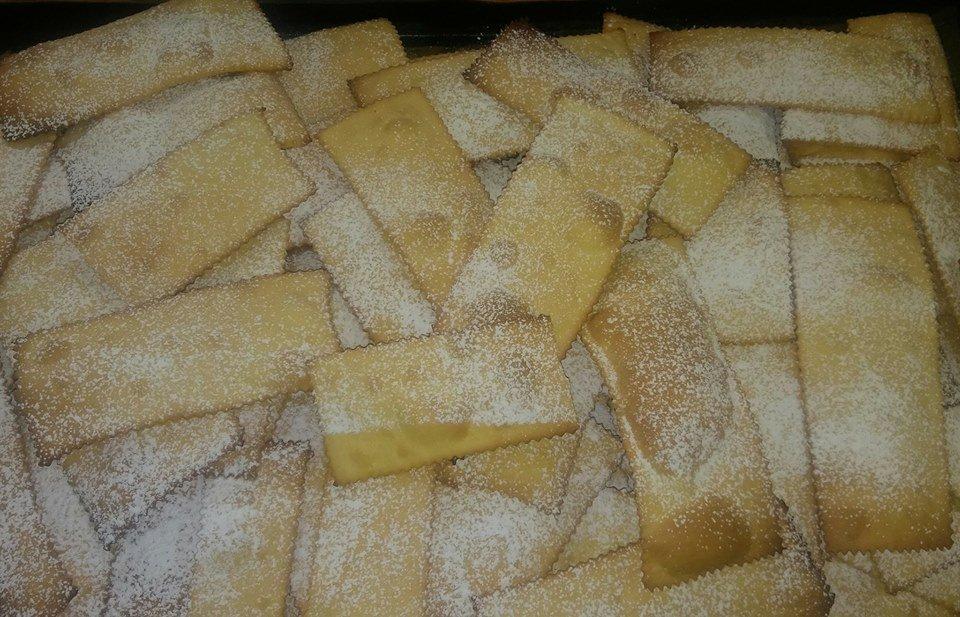 dei biscotti con zucchero a velo