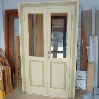 porta in legno decorata