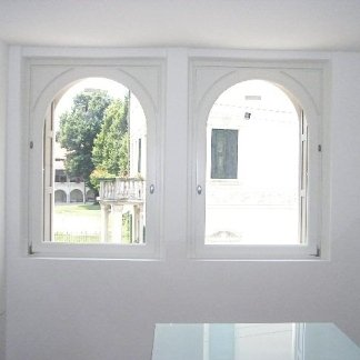 serramenti su misura in legno bianco