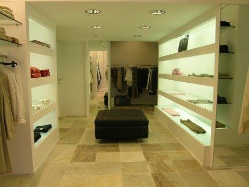 Vani a giorno retroilluminati per negozio abbigliamento, Torino.