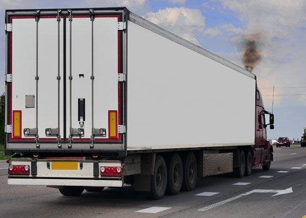 Camion del trasporto di Planet service a Monteriggioni