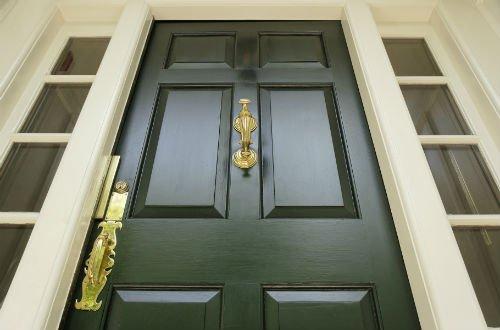 porta in legno verde per esterni