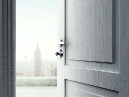 porta in legno bianca