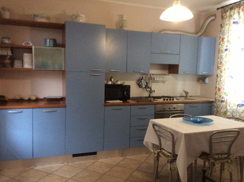Cucina arredata blu