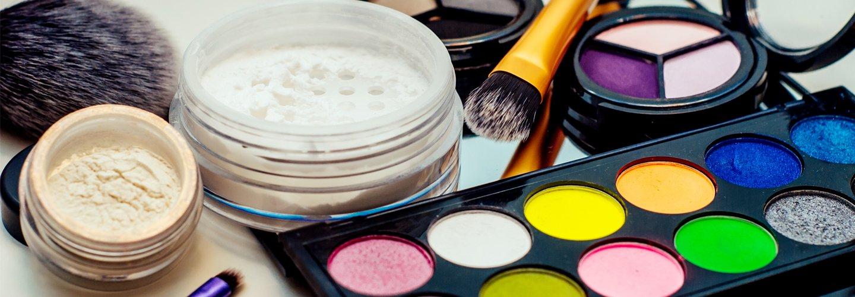 assortimento di prodotti per make-up