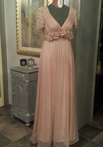 un abito cerimoniale di color rosa