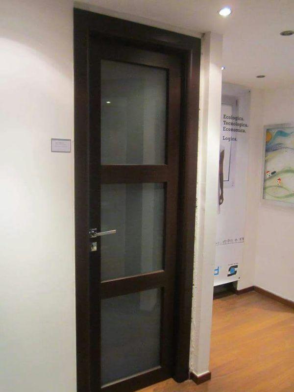 una porta in vetro